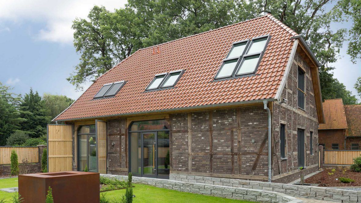 Einfamilienhaus auf dem Land mit Flachdachziegel J13v