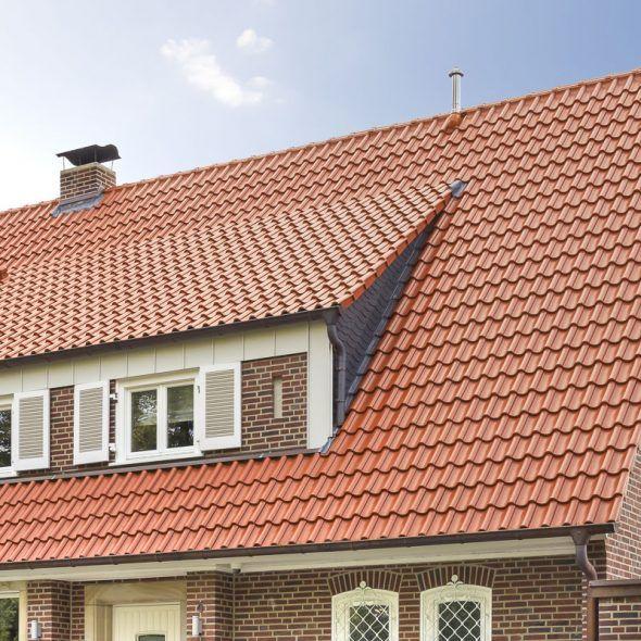 Einfamilienhaus mit Klinkerfassade und Hohlfalzziegel Z5