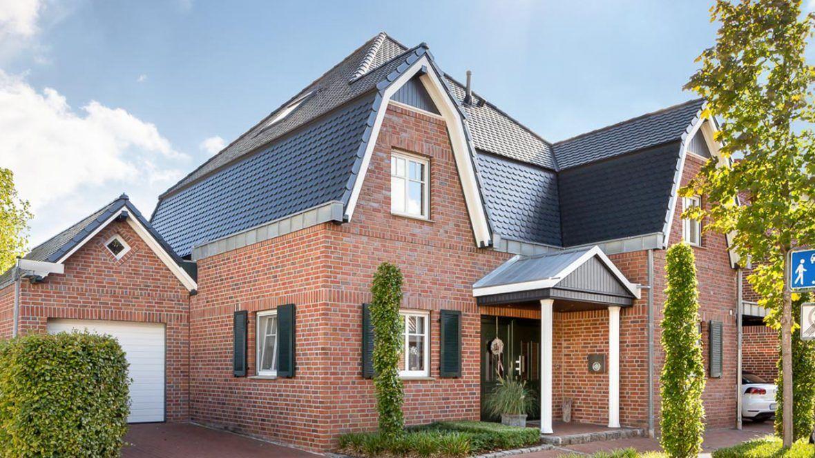 Villa mit Biberschwanzziegel in schiefergrau matt glasiert