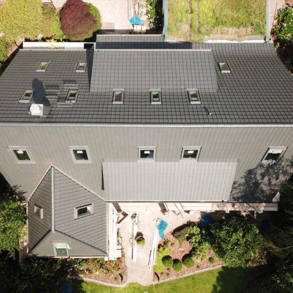 Wohnhaus mit Flachziegel WALTHER-tegula in edelschiefer