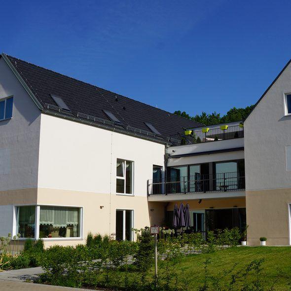 Mehrfamilienhaus mit Großflächenziegel Z10 in altschwarz