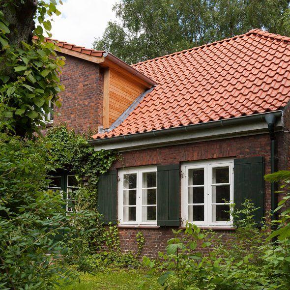 Gemütliches Landhaus mit Hohlfalzziegel Z5 in altrot