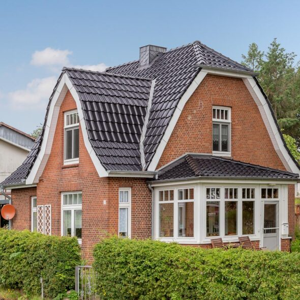 House with flat roof tile in fine black