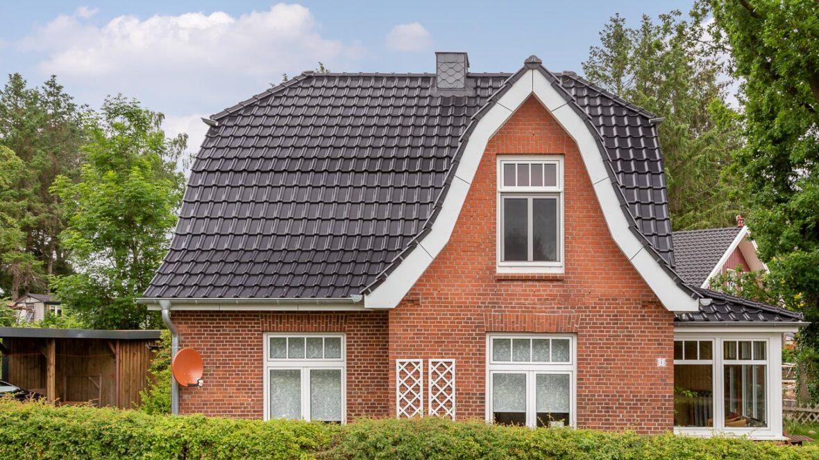 Einfamilienhaus Flachdachziegel J11v in edelschwarz