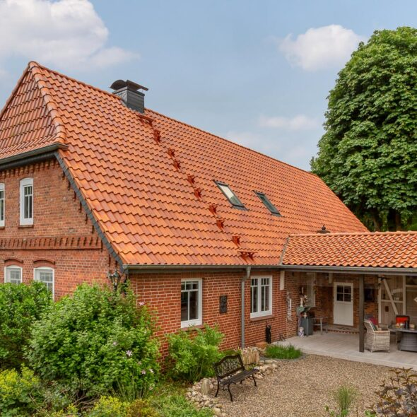 House with interlocking tile in salt-fired (Frisian)